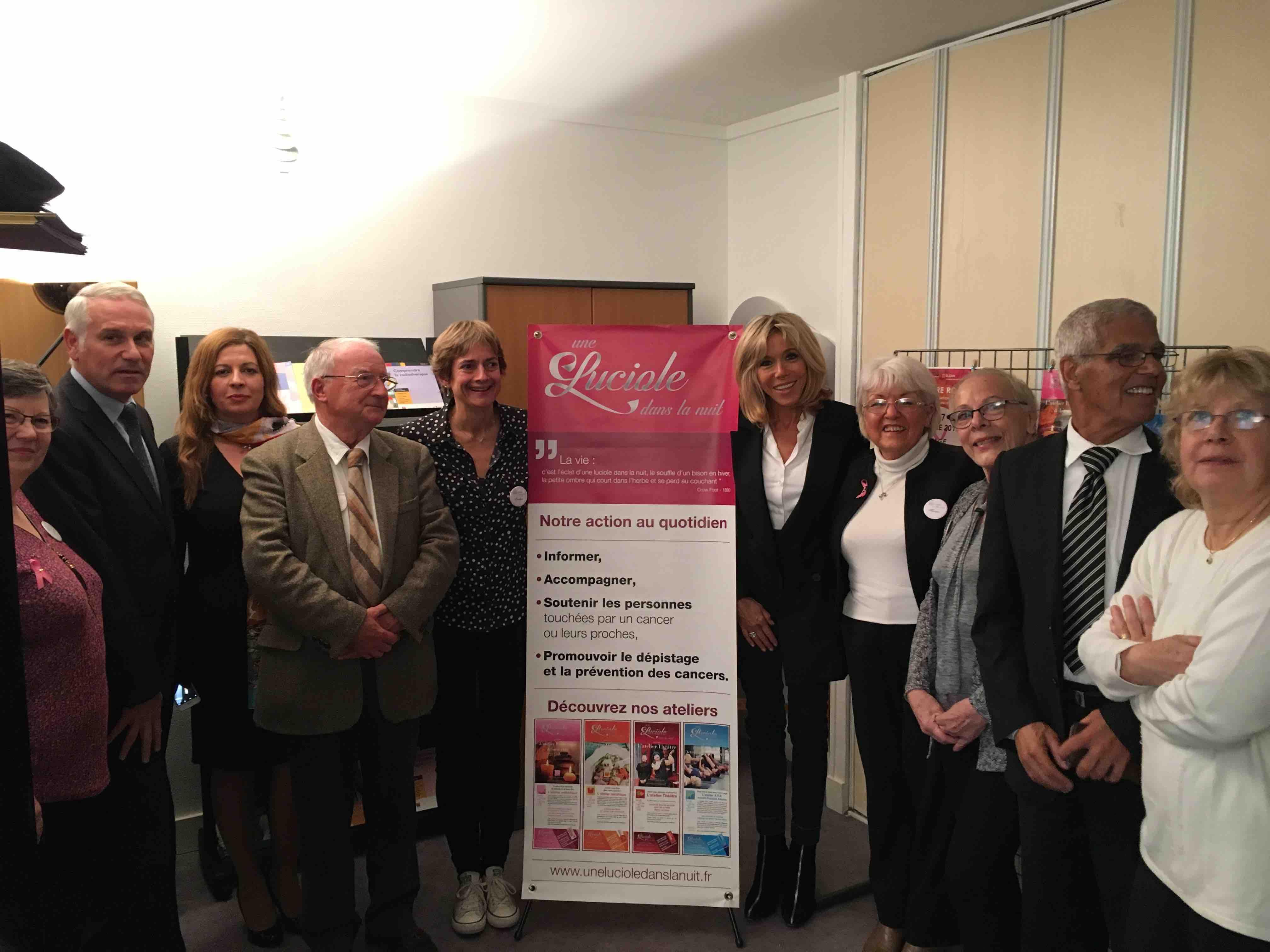 Mme Brigitte Macron à la rencontre de s bénévoles de Une Luciole dans la nuit